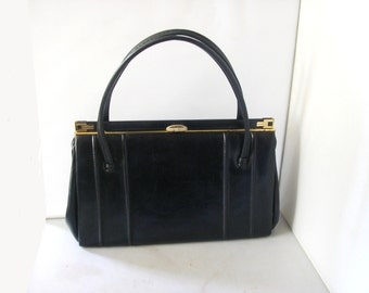Vintage 1960's navy blue handbag purse kelly bag gold tone spring clasp & frame synthetic lining Mad Men style faux leather leatherette (X)