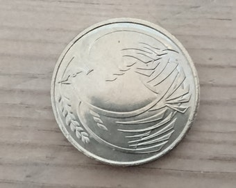 Vintage Dove of Peace two pound coin 1995