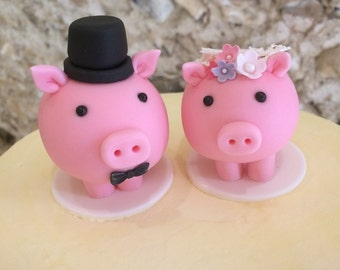 Single piggy cake topper, hand-made to order from sugarpaste, without added detail (such as top hat), but details can be added.  Please ask.