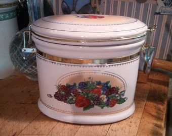 Knott's Berry Farm Fruit Canister Ships Free!