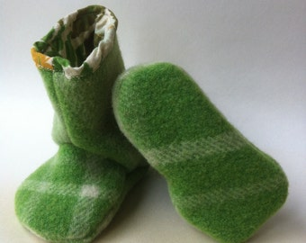 baby pure wool Juniper boots in grass green and pistachio 12-18 months