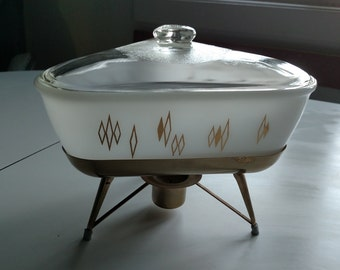 Inland Gold Diamond Vintage Glass Triangle Casserole with Cradle