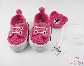 Pink baby shoes, baby girl mocassins, crochet baby booties, choose size, athletic shoes, Baby Booties, Baby Shower gift, 0-6 months