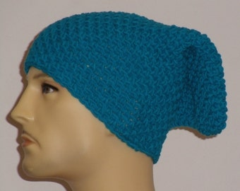Crochet hat in a turquoise blue