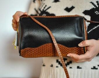 Vintage MESSENGER LEATHER BAG ....(307)