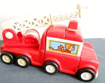 Vintage Bandai Firetruck take apart Fire Engine with shapes Made in Thailand 1987