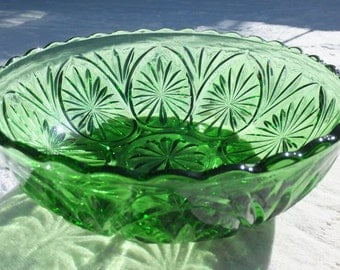 Bright Emerald Green Starburst Glass Candy Dish
