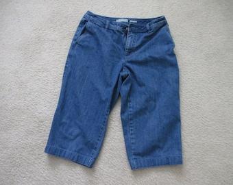 Ladies blue denim Liz Claiborne pedal pushers / capris  size 10