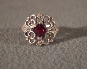 Vintage Sterling Silver Ring with Princess Cut Garnet, Size 6 1/4 Jewelry **RL