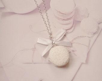 necklace macaron coconut