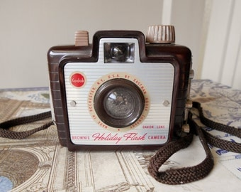 vintage 1950s-60s Kodak Brownie Holiday Flash camera. Not tested, condition unknown. For display only.