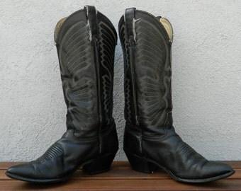 Wild, wild, west cowboy boots in black!