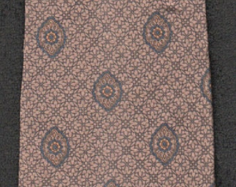 Silk Tie Guy LaRoche Traditional Paisley Couture Tie-Please Check Our Three Photos  Excellent Customer Feedback And Our Free Shipping Offer