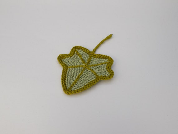 Ivy Leaf Knitting Pattern : Little crochet Ivy leaf Pattern/crochet leaf decoration ornament brooch penda...