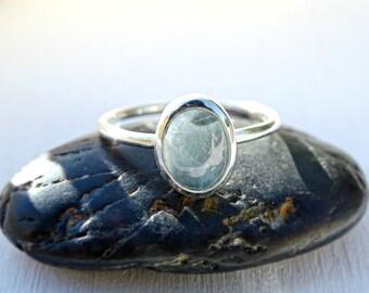 aquamarine ring silver, aquamarine ring engagement, delicate ring aquamarine, ring march birthstone, modern aquamarine ring anniversary gift