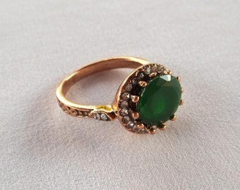 Vintage antique brass ring with Emerald root and glitter