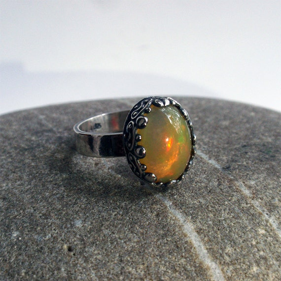 Colombina -OOAK sterling silver ringwith natural Ethiopian opal