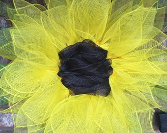 """Deco mesh """"Daisy"""" flower wreath. Yellow with brown center."""