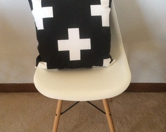Plus sign print black and white pillow cover