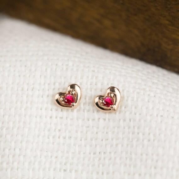Petite boucle d'oreille rubis