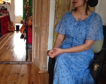 Beautiful blue floral 1970s boho hippie maxi dress size M/L