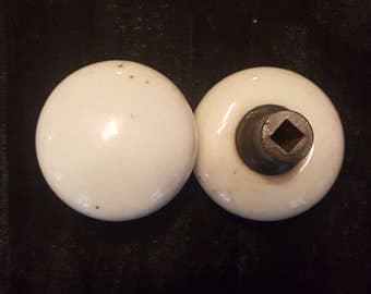 White Ceramic Antique Doorknob Set 530960