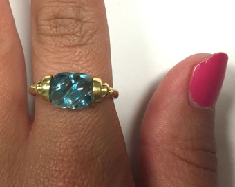 Stunning Vintage Blue topaz and 14k yellow gold ring