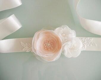 Peach Ivory Flower Bridal Sash, Wedding Sash, Floral Sash, Ivory Flower Belt, Wedding gown sash, Wedding Dress, Formal Dress Sash, Lace sash
