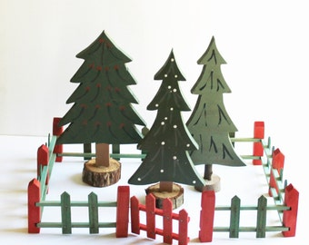 Vintage red and green wood Christmas tree fence, Valley Novelty Works No. 203, cottage Christmas décor, farmhouse Christmas décor