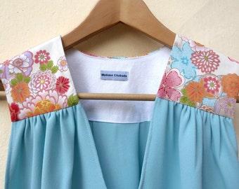 Haut débardeur femme été bleu givré turquoise vert aqua, imprimé fleurs tissu japonais Fleurs Sakura. Top sans manches. Cérémonie, mariage