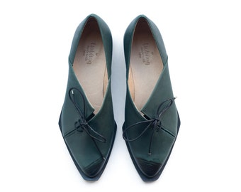 Sale 35% off! Green oxford shoes. Women shoes, Dark green shoes, leather handmade shoes by Liebling on etsy. Teddy model.