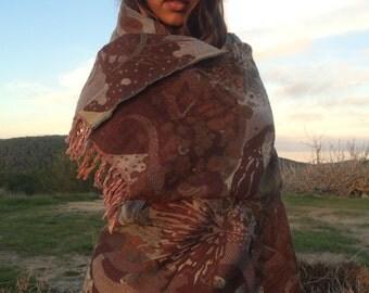 Cosy merino wool shawl in stylish brownish flower design