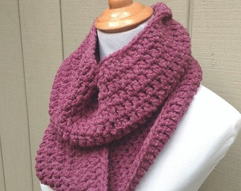 Chunky crochet scarf - Crocheted infinity scarf - Rose circle scarf - Womens chunky scarf