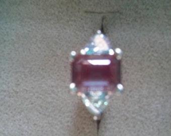 Very Pretty ALEXANDERITE 14 Karat white gold ring