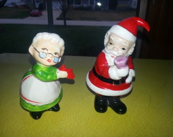 Vintage 1950s Japan Cold Paint Santa&Mrs.Clause Salt and Pepper Shakers