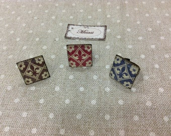 Square Adjustable ring, with detail of Fleur de lis, in different colors, vintage style,