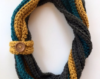 Super Soft Chunky Infinity Scarf with Button – Multi