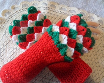 Fingerless gloves hand crochet in crocodile stitch, also called dragon claw stitch. These are made in the colours of our Welsh dragon flag