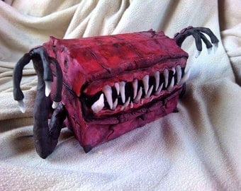 Big Dark Mimic Chest with Arms / 15cm / Dark jewelry chest / or CUSTOM one