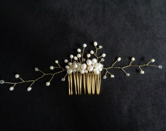 Beautiful Fresh water pearl and clear crystal gold tone comb bridal wedding comb hair spray