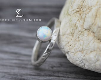 Fine silver ring hammered with Opal  Ring 925