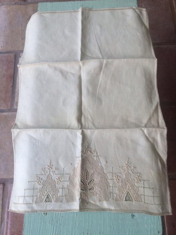 Vintage Tea Towel, Needlepoint Tea Towel, Creme Tea Towel, Kitchen Towel, Linen  Tea Towel, Vintage Linen, Tea Towel