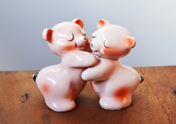 Items similar to vintage van tellingen bear salt and - Hugging salt and pepper shakers ...