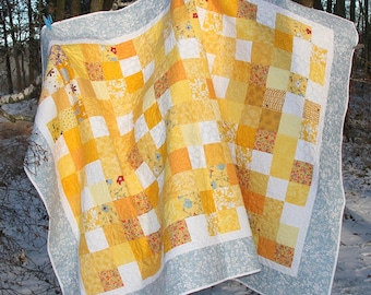Traditional Patchwork Lap Quilt, Handmade QuiltedThrow, Pic-nic blanket 142 x 214 cm.