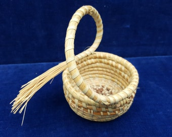 Small sweet grass basket with handle