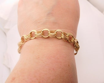 Ladies 14K Yellow Gold Charm Bracelet 7.25 Inches