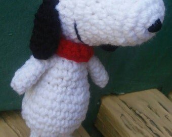 Crochet snoopy toy. Stuffed toys. Amigurumi snoopy Charlie Brown toy. Plush toys.