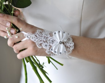 Bridal Gloves short - ivory: top and loop