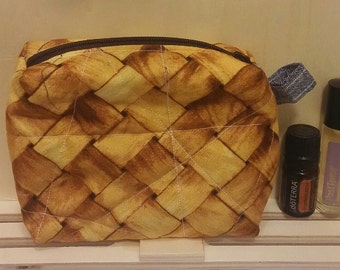 Quilted woven pouch