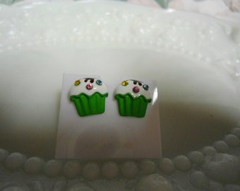 New Green Cupcake Vanilla Frosting & Rhinestone Gem Jimmies Earrings in Excellent Condition Like New